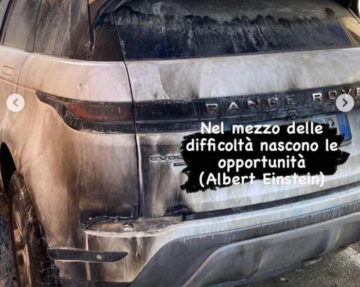 Automobile incendiata