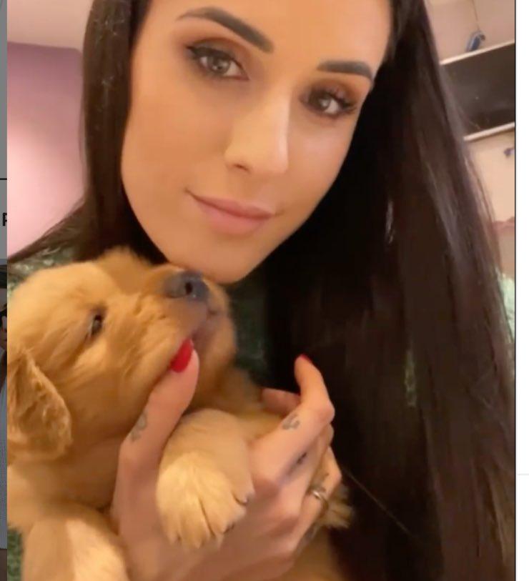Valentina Vignali e il cagnolino