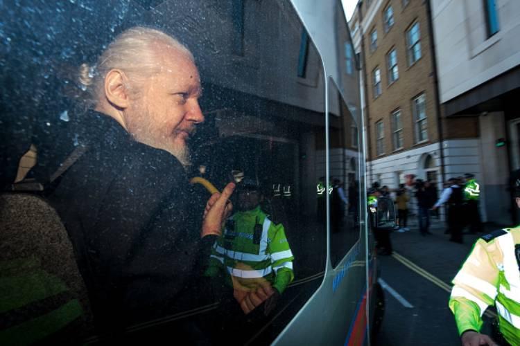 julian assange wikileaks sentenza estradizione gran bretagna