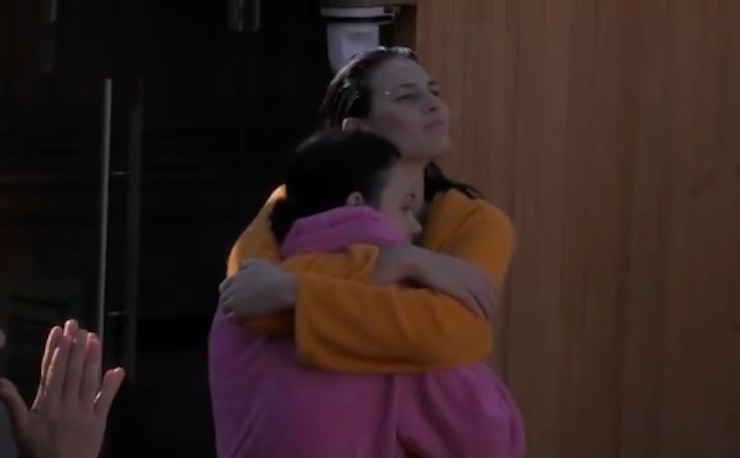 Dayane Mello abbraccio