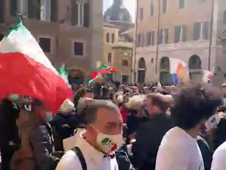 scontri montecitorio proteste