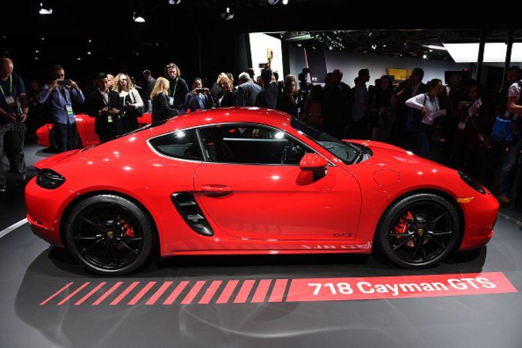 porsche ritiro 911 cayman automobili cina difetto fabbrica