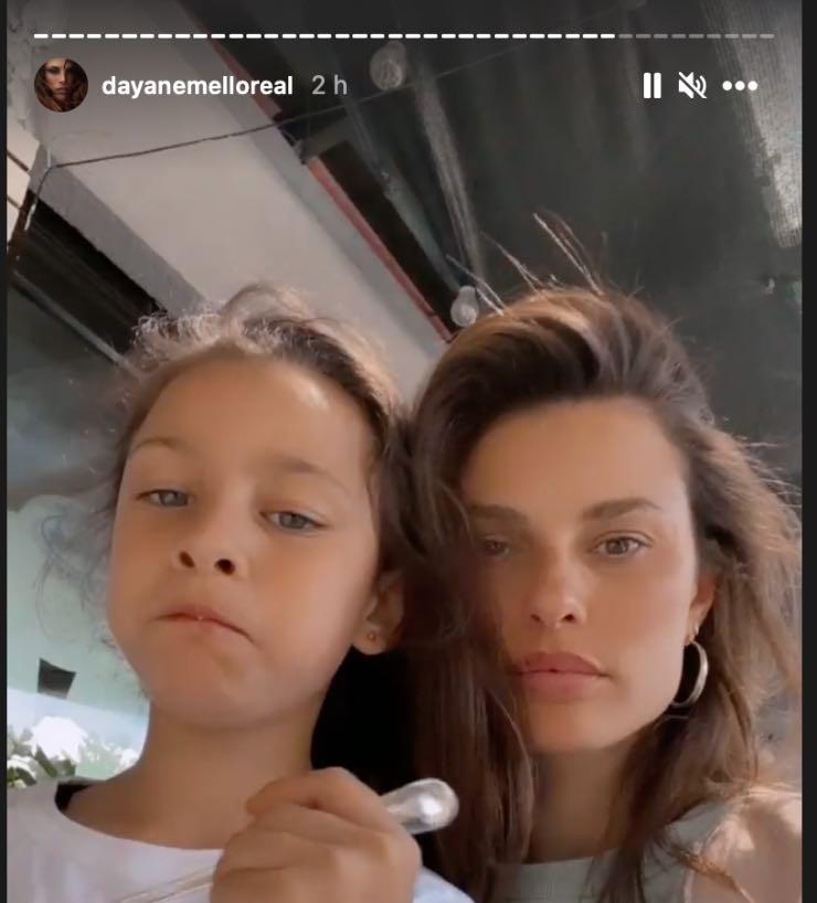 Dayane Mello con la figlia