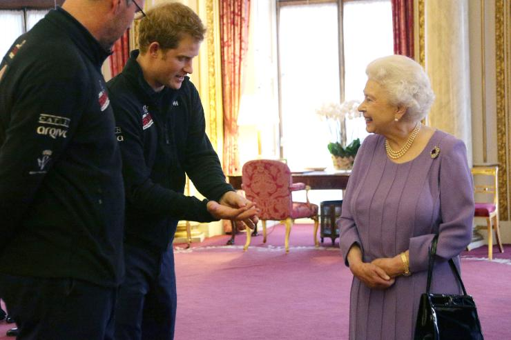 Nuove tensioni nella Royal Family: Harry mente a sua nonna Elisabetta