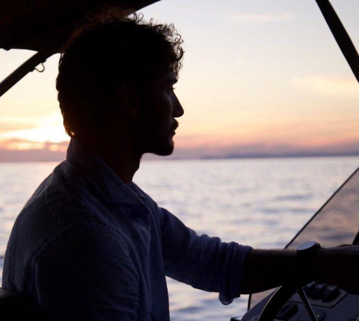 Stefano De Martino in barca