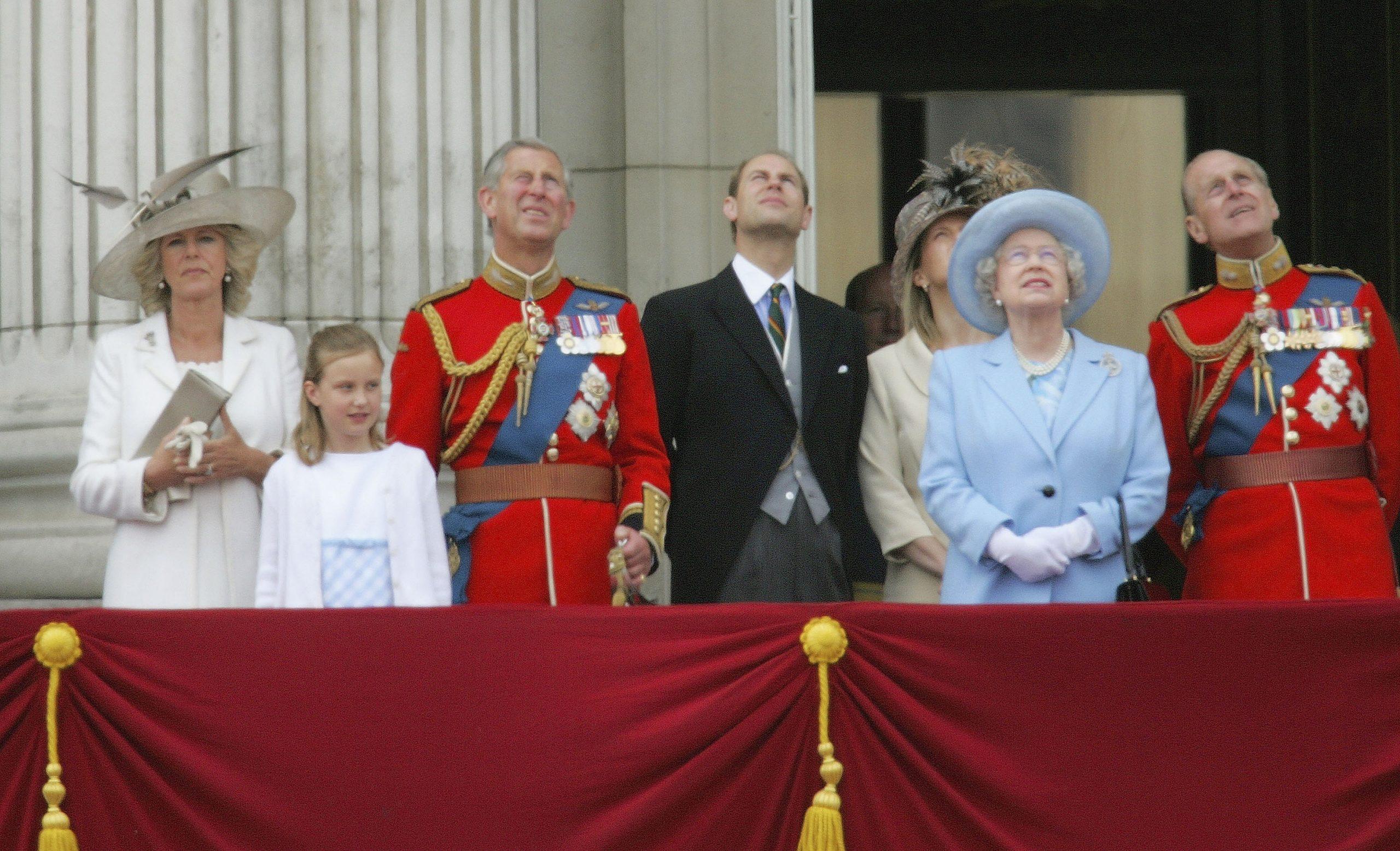 La regina Elisabetta ha fatto litigare Carlo ed Edoardo