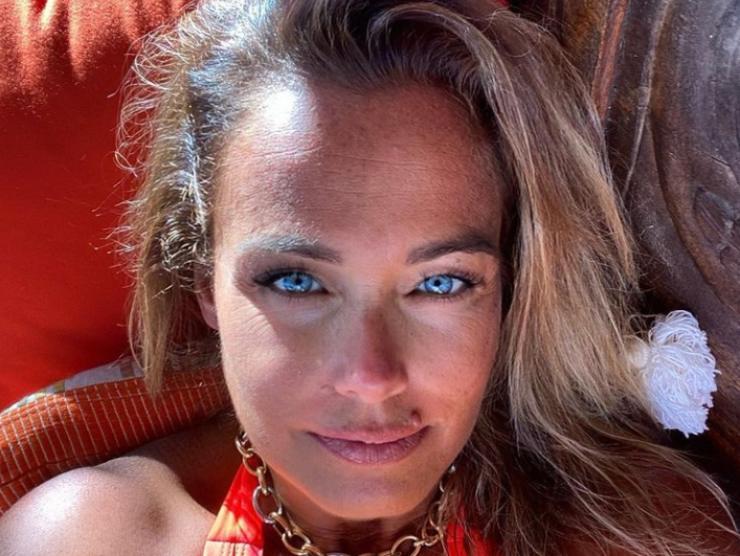 Sonia Bruganelli jet privato ostentazione Gabriele Parpiglia