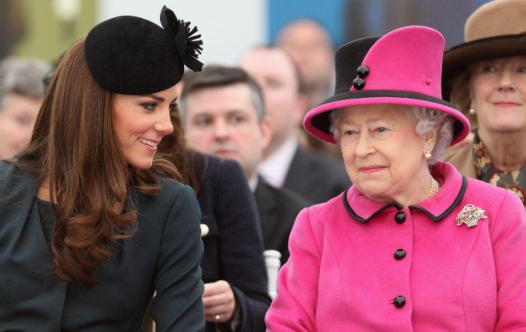 Regina Elisabetta II e Kate Middleton
